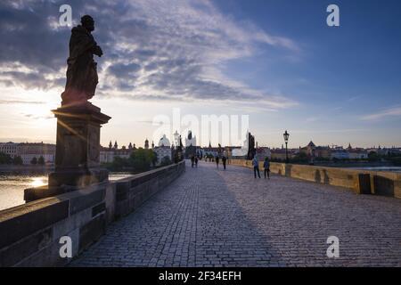 Géographie / Voyage, Tchéquie, Pont Charles avec la Tour du Pont de la Vieille ville, site du patrimoine mondial de l'UNESCO, Prague, Tchéquie, liberté de panorama