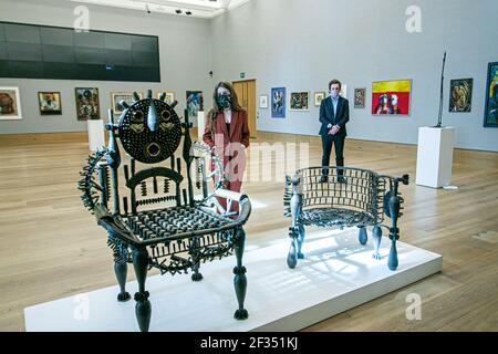 BONHAMS: NEW BOND STREET, LONDRES, ROYAUME-UNI 15 MARS 2021. Gonçalo Mabla, Throne, est £ 3,000 - 5,000 - Aperçu de la vente d'art moderne et contemporain africain de Bonhams à Bonhams New Bond Street. La vente elle-même aura lieu le mercredi 17 mars. . Credit amer ghazzal/Alamy Live News