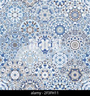 Motif lumineux sans couture avec des mandalas colorés de style oriental. Décoration multicolore arabe pour impression sur papier de minerai de tissu.