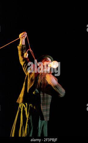 John Tomlinson (Wotan / The Wanderer) à SIEGFRIED par Wagner au Royal Opera, Covent Garden, Londres WC2 27/03/1995 chef d'orchestre: Bernard Haitink design: Nigel Lowery éclairage: Pat Collins mouvement: Matthew Hamilton directeur: Richard Jones