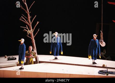 Siegfried Jerusalem (Siegfried) avec Forest Birds à SIEGFRIED par Wagner à l'Opéra Royal, Covent Garden, Londres WC2 27/03/1995 chef d'orchestre: Bernard Haitink design: Nigel Lowery éclairage: Pat Collins mouvement: Matthew Hamilton directeur: Richard Jones