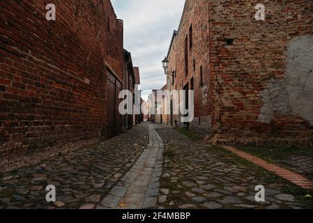 Une petite ruelle étroite dans un vieux village de Beelitz, Brandebourg, Allemagne
