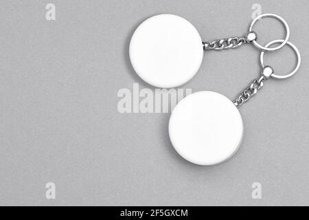 Porte-clés pour un design d'affichage. Maquette de porte-clés Smart Object