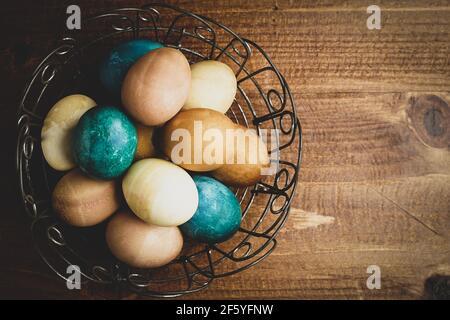 Œufs de Pâques naturellement teints