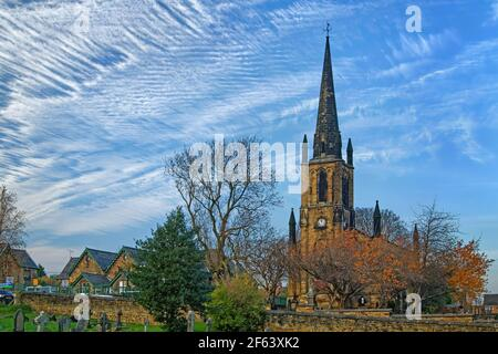 Royaume-Uni, Yorkshire du Sud, Elsecar, Église paroissiale de la Sainte Trinité en automne