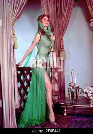 RHONDA FLEMING (1923-2020) actrice et chanteuse américaine dans non identifié film