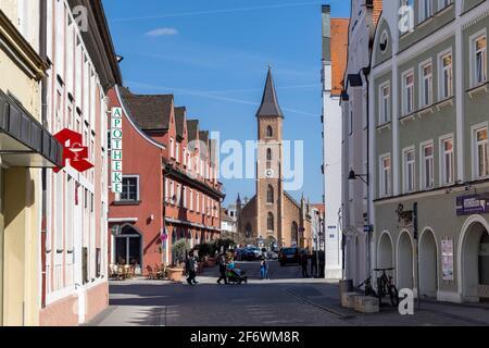 Le sud de l'Allemagne est une région très religieuse. Plusieurs églises sont proches les unes des autres dans la ville bavaroise d'Ingolstadt. Banque D'Images