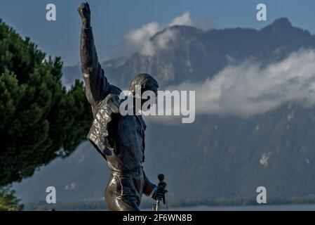 Statue de Freddie Mercury sur le front de mer du lac de Genève à Montreux, Suisse