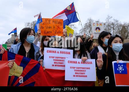 LONDRES - 3 AVRIL 2021 : des manifestants sur la place du Parlement contre le coup d'État militaire chinois et russe ont soutenu le Myanmar Birmanie.