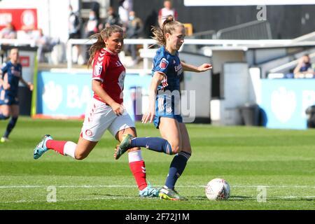 Bath, Royaume-Uni. 04e avril 2021. LIA Warti (13 Arsenal) lutte pour le ballon (duel) pendant le match de Barclays FA Womens Super League entre Bristol City et Arsenal au parc Twerton à Bath, en Angleterre. Crédit: SPP Sport presse photo. /Alamy Live News