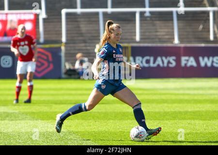 Bath, Royaume-Uni. 04e avril 2021. LIA Warti (13 Arsenal) contrôle le ballon (action) pendant le match de Barclays FA Womens Super League entre Bristol City et Arsenal au parc Twerton à Bath, en Angleterre. Crédit: SPP Sport presse photo. /Alamy Live News