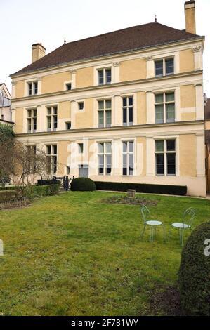 France, Aisne, Château-Thierry, Musée Jean de la Fontaine - ville de Château-Thierry dans le lieu de naissance du poète et écrivain, la façade Renaissance sur le côté du jardin