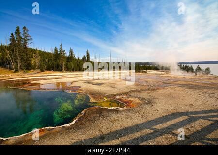 Piscine Abyss dans le parc national de Yellowstone. Wyoming. ÉTATS-UNIS.