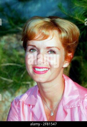 DEBBIE REYNOLDS (1932-2016) actrice américaine vers 1955