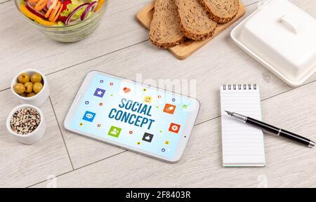 Composition de Tablet PC saine, concept de réseau social