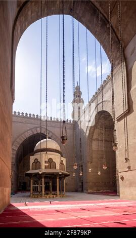 Vue vers qibla iwan, complexe Sultan Hasan, le Caire