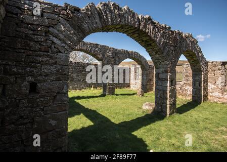 La ruine rudes de l'ancienne église de Busk Raydale Yorkshire Parc national de Dales, Angleterre