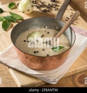 Sauce pain.accompagnement traditionnel au poulet, à la dinde et le gibier à plumes.