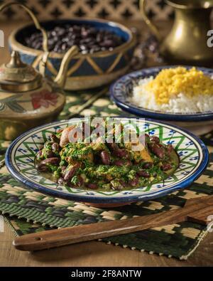Khoresh ghormeh sabzi. Ragoût d'agneau et d'herbe iranien. Iran alimentation