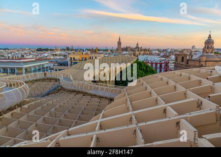 Vue sur le coucher du soleil de Seas de Sevilla en Espagne