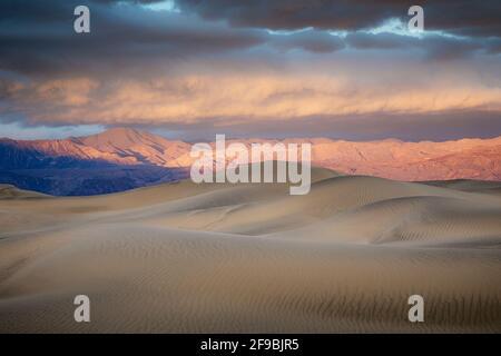 Les dunes de sable de Mesquite Flat dans la vallée de la mort, Californie.