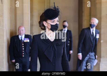 La duchesse de Cambridge arrive aux funérailles du duc d'Édimbourg au château de Windsor, dans le Berkshire. Date de la photo: Samedi 17 avril 2021. Banque D'Images