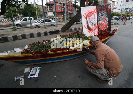 Katmandou, ne, Népal. 18 avril 2021. Des militants népalais manifestent contre le coup d'État militaire du Myanmar, à Katmandou, au Népal, le 18 avril 2021. Crédit: Aryan Dhimal/ZUMA Wire/Alay Live News