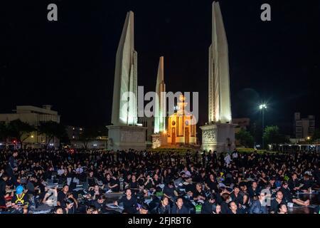 Les amateurs de funérailles du Roi Bhumibol, Monument de la démocratie, Bangkok, Thaïlande