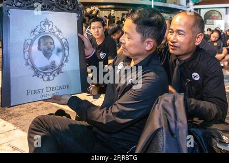 Des amateurs de photographie aux funérailles du roi Bhumibol Adulyadej, Bangkok, Thaïlande