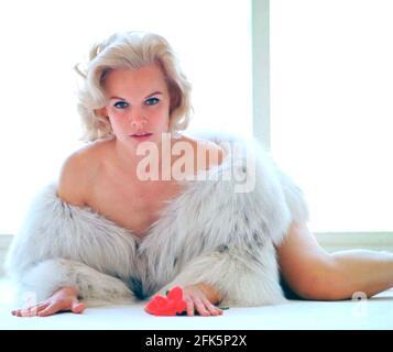 CARROLL BAKER actrice américaine de scène, de film et de télévision environ 1960