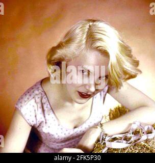 CARROLL BAKER actrice américaine de scène, de film et de télévision environ 1956