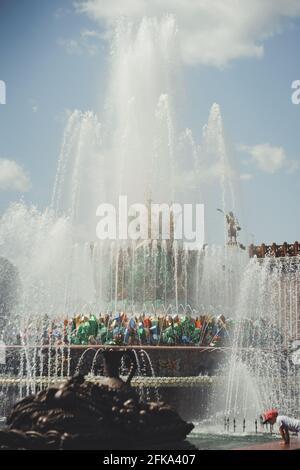Fontaine 'Stone Flower' dans le parc VDNKh, Moscou, Russie.