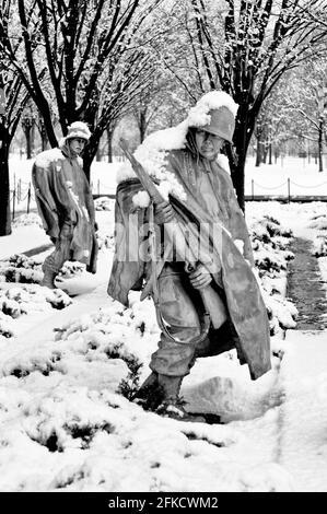 WASHINGTON, DC - neige fraîchement tombée sur les sculptures de soudure du Korean War Veterans Memorial à Washington DC. Le Mémorial de la guerre de Corée sur le NAT