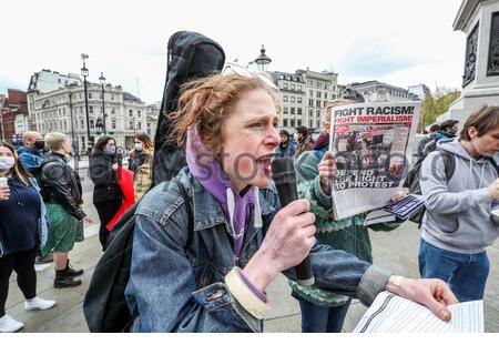 Londres, Royaume-Uni. 1er mai 2021. Londres, Royaume-Uni. 1er mai 2021. Les gens tiennent des bannières et des pancartes lors d'une démonstration de « Kill the Bill » à Trafalgar Square, dans le centre de Londres, le samedi 1er mai 2021. (Photo/ Vudi Xhymshiti) crédit: Vudi Xhymshiti/Alay Live News