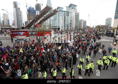Les manifestants défilent lors d'une manifestation « Kill the Bill » à Londres, en Grande-Bretagne, le 1er mai 2021. REUTERS/Peter Nicholls Banque D'Images