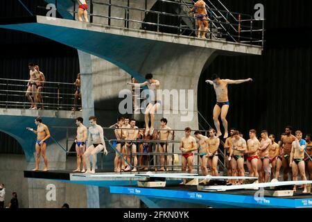 PAS DE VENTES AU JAPON! Vue générale du centre aquatique, les athlètes qui sautent. Plongée/plongée coupe du monde de la FINA le 1er mai 2021 à Tokyo/Japon. PAS DE VENTES AU JAPON! Â | utilisation dans le monde entier