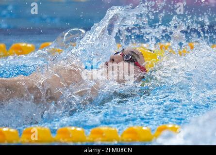 Qingdao, Chine. 5 mai 2021. Xu Jiayu, de Zhejiang, participe à la course demi-finale masculine de 200 m de course arrière aux Championnats nationaux chinois de natation 2021 à Qingdao, en Chine orientale, le 5 mai 2021. Credit: Xu Chang/Xinhua/Alay Live News