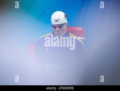 Qingdao, Chine. 5 mai 2021. Il Junyi, de Zhejiang, se prépare avant la finale libre de 100m des hommes aux Championnats nationaux chinois de natation 2021 à Qingdao, en Chine orientale, le 5 mai 2021. Credit: Xu Chang/Xinhua/Alay Live News