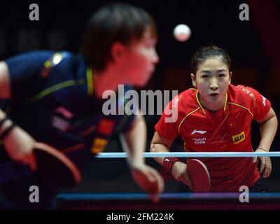 Xinxiang, province chinoise du Henan. 5 mai 2021. Liu Shiwen (R) réagit lors de la quart de finale des femmes contre Zhu Yuling lors des essais de Grand smashes de WTT (World Table tennis) 2021 et de la simulation olympique à Xinxiang, dans la province de Henan, dans le centre de la Chine, le 5 mai 2021. Credit: Li Jianan/Xinhua/Alamy Live News