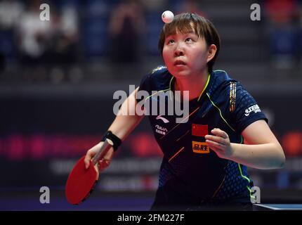 Xinxiang, province chinoise du Henan. 5 mai 2021. Zhu Yuling sert le ballon lors de la quart-finale des femmes célibataires contre Liu Shiwen lors des essais de Grand smashes de WTT (World Table tennis) 2021 et de la simulation olympique à Xinxiang, dans la province de Henan, dans le centre de la Chine, le 5 mai 2021. Credit: Li Jianan/Xinhua/Alamy Live News