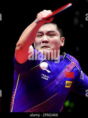 Xinxiang, province chinoise du Henan. 5 mai 2021. Fan Zhendong retourne le ballon lors de la quart-finale des hommes contre Lin Shidong lors des essais de Grand smashes de WTT (World Table tennis) 2021 et de la simulation olympique à Xinxiang, dans la province de Henan, dans le centre de la Chine, le 5 mai 2021. Credit: Li an/Xinhua/Alay Live News