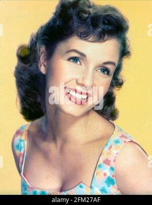DEBBIE REYNOLDS (1932-2016) actrice et chanteuse américaine vers 1960
