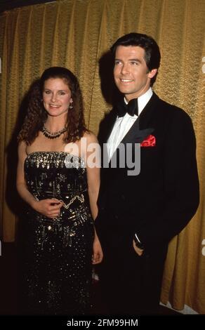 Stephanie Zimbalist et Pierce Brosnan aux Prix du choix des personnes 1984 le 15 mars 1984 crédit : Ralph Dominguez/MediaPunch