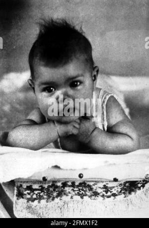 Kelly, Grace, 12.11.1929 - 14.9.1982, actrice américaine, demi-longueur, IMAGE ENFANT, DROITS-SUPPLÉMENTAIRES-AUTORISATION-INFO-NON-DISPONIBLE