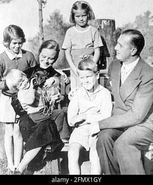 Kelly, Grace, 12.11.1929 - 14.9.1982, actrice américaine, demi-longueur, Avec ses frères et sœurs, DES DROITS supplémentaires-AUTORISATION-INFO-NON-DISPONIBLES