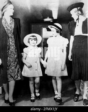 Kelly, Grace, 12.11.1929 - 14.9.1982, actrice américaine, pleine longueur, (2e de droite), image de l'enfant, INFO-DROITS-AUTORISATION-SUPPLÉMENTAIRES-NON-DISPONIBLE