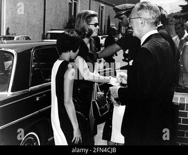 Kelly, Grace, 12.11.1929 - 14.9.1982, actrice américaine, demi-longueur, Avec sa fille Caroline, 1967 ans, DROITS-SUPPLÉMENTAIRES-AUTORISATION-INFO-NON-DISPONIBLE