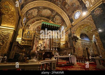 La Valette. Malte. Co-cathédrale Saint-Jean. Vue intérieure sur l'autel principal.