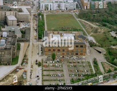 Berlin-Auswahl / Zentrum / 5/1991 Gropius-Bau sur la droite, au-dessus de la région de Gestapo. Au-dessous de Stresemannstrasse. À gauche, le <Parlement prussien>, aujourd'hui la Chambre des représentants de Berlin. Au-dessus de l'ancien Reichs-Luftfahrt-Ministerium, en 1991, le Treuhand était là, aujourd'hui le Bundes-Finanz-Ministerium. [traduction automatique]