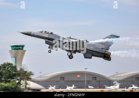 Lockheed Martin F-16 Fighting Falcon Fighter à bord de l'avion de chasse Faucon lors du salon international de Farnborough de la 31e aile Fighter de l'USAF d'Aviano, en Italie
